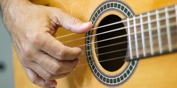 Últimas vagas para cursos gratuitos de instrumentos de orquestra e violão