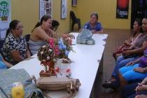 Oficina de flores de tecidos e arranjos florais